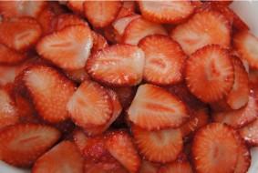 イチゴもまとめて簡単スライス